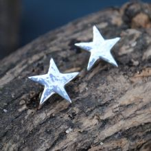 Hammered star stud earrings E73
